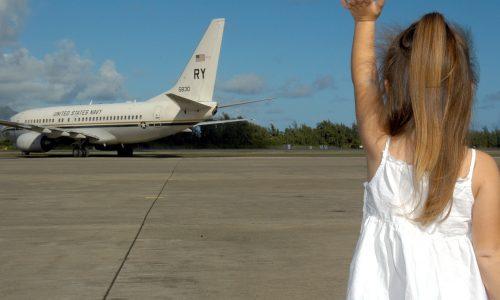 Sete dicas para viajar de avião com crianças